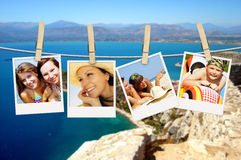 Fotos der Feiertagsleute, die an der Wäscheleine hängen Lizenzfreie Stockbilder