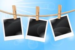 Fotos, die an einer Wäscheleine hängen Stockbilder
