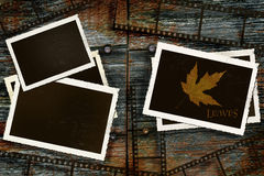 Fotos e película velhas na madeira rústica do celeiro Fotografia de Stock Royalty Free