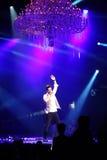 Sakis Rouvas que canta na fase em Atenas, Greece Fotos de Stock Royalty Free