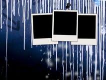 Fotos em branco na parede suja Imagem de Stock