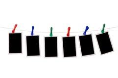 Fotos em branco que penduram em um clothesline Fotografia de Stock Royalty Free