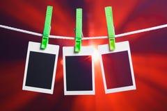 Fotos en blanco en fondo de las luces rojas Imagen de archivo libre de regalías