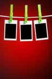 Fotos en blanco en fondo rojo Fotos de archivo