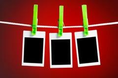 Fotos en blanco en fondo rojo Fotografía de archivo libre de regalías