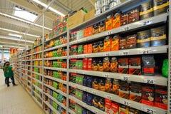 Fotos en el hipermercado Auchan Fotos de archivo