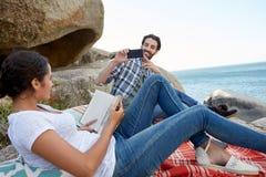 Fotos gemacht während eines Picknicks auf den Felsen Lizenzfreies Stockfoto