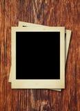 Fotos polaroid en textura de madera Fotografía de archivo
