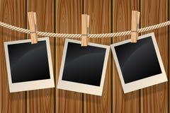 Fotos que cuelgan en una cuerda para tender la ropa Fotografía de archivo libre de regalías