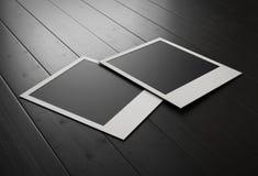 Fotos retras en los tableros de madera negros representación 3d stock de ilustración