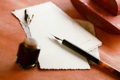 Fotos, tinta del vintage, pluma, papel secante y cámara retros Imagen de archivo libre de regalías