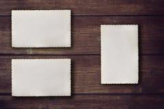 Fotos vazias do vintage na mesa de madeira Imagem de Stock