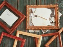 Fotos velhas com uma estrutura de madeira em um fundo autêntico Fotografia de Stock