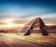 Fotosamenstelling van Azteekse piramide, Mexico royalty-vrije stock afbeeldingen