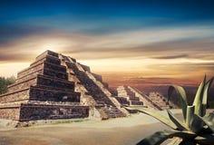 Fotosamenstelling van Azteekse piramide, Mexico Stock Foto