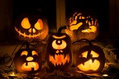 Fotosamenstelling van vijf pompoenen voor Halloween Stock Afbeelding
