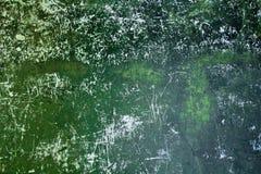 Fototextur av den skrapade gröna målade väggen royaltyfria bilder