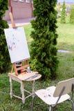 Fotothemen der Künstlerzeichnung draußen gelegen im Park Lizenzfreies Stockfoto