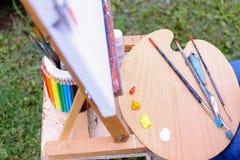 Fotothemen der Künstlerzeichnung draußen gelegen im Park Stockfotografie