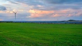 Fotovoltaico e parchi eolici nella provincia di Albacete II fotografia stock libera da diritti
