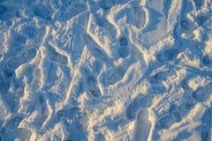 Fotspår av mänskliga skor på snön Royaltyfri Bild