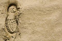 Fotspår i den låtna vara ökensanden royaltyfri fotografi