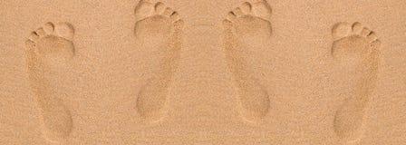 Fotspår i sand på stranden Arkivfoto