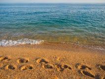 Fotspår i sanden royaltyfria bilder