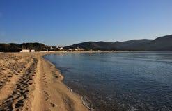 Fotspår på Marina di Campo sätter på land i marschen, den Elba ön Royaltyfria Bilder