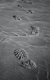 Fotspår på sanden Arkivfoto