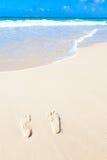 Fotspår på stranden Arkivbilder