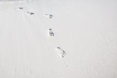 Fotspår på vit sand Royaltyfri Bild