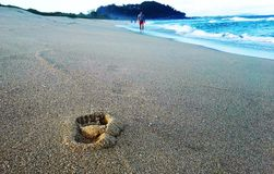 Fotspåret på stranden av Atlanten Arkivbild