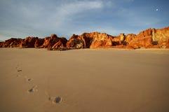 Fotsteg i sanden royaltyfri bild