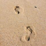 Fotsteg på stranden arkivfoton