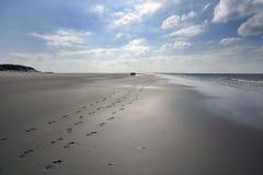 Fotsteg på stranden arkivfoto