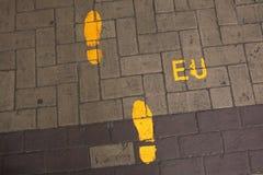 Fotsteg till den europeiska unionen Riktningen undertecknar in EU-headquarte arkivbild