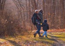 Fotvandra för familj Royaltyfri Foto