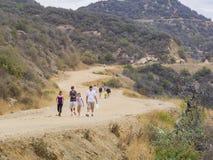 Fotvandra i den Hollywood Hills slingan Arkivfoton