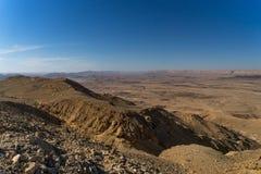 Fotvandra i den Negev öknen av Israel royaltyfri fotografi