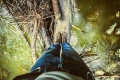 Fotvandra i jeans och kängor Fotografering för Bildbyråer