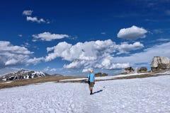 Fotvandra i Rocky Mountain National Park i Colorado royaltyfria foton