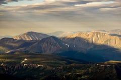 Fotvandra i Rocky Mountains Royaltyfri Foto