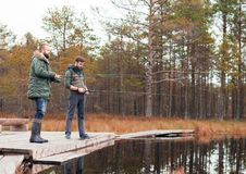 Fotvandra i skogläger, affärsföretag, resande begrepp Fotografering för Bildbyråer