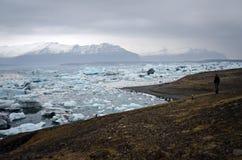 fotvandra iceland Arkivfoton