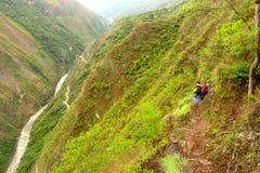 Fotvandra incaen skuggar överskriften till Machu Picchu Royaltyfria Bilder
