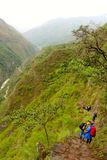Fotvandra incaen skuggar överskriften till Machu Picchu Arkivfoto