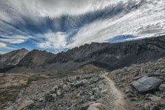 Fotvandra John Muir Trail fotografering för bildbyråer