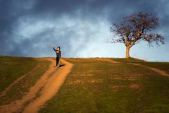 Fotvandra på Montgomery Hill Trail arkivfoto