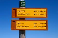 fotvandra signposts två Arkivbilder